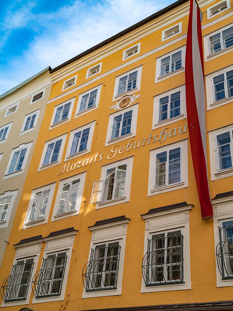 Mozarts Geburtshaus in der Getreidegasse in Salzburg