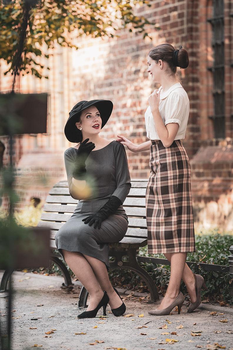 Madame Rhos mit einem Kleid von Heart my Closet und RetroCat in einem Pencil Skirt von Vivien of Holloway