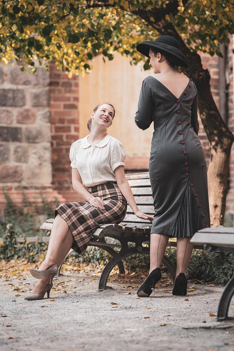 RetroCat und Madame Rhos in ihren Vintage-Outfits im Stil der 50er