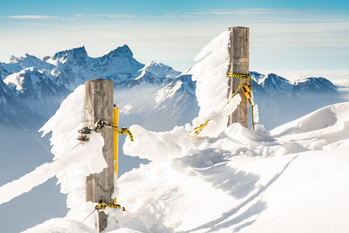 Eiszapfen auf dem Rochers de Naye in den Schweizer Alpen