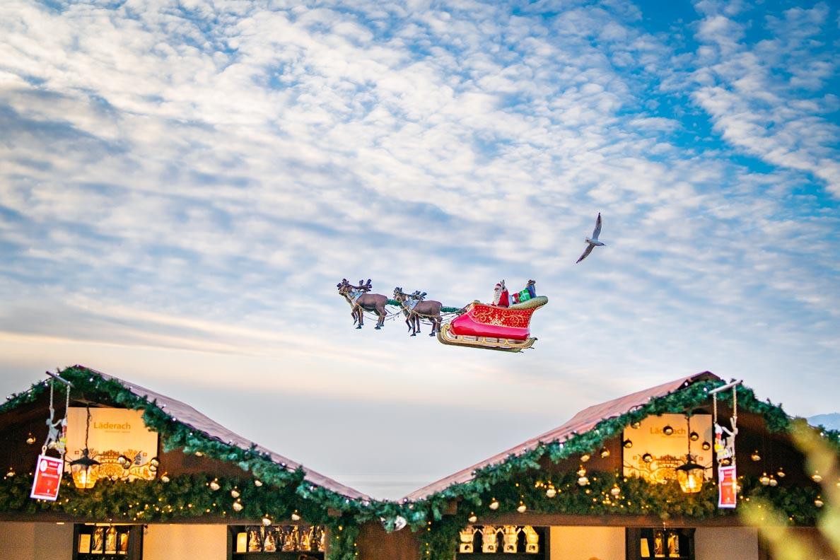 Der fliegende Weihnachtsmann über dem Genfersee in Montreux