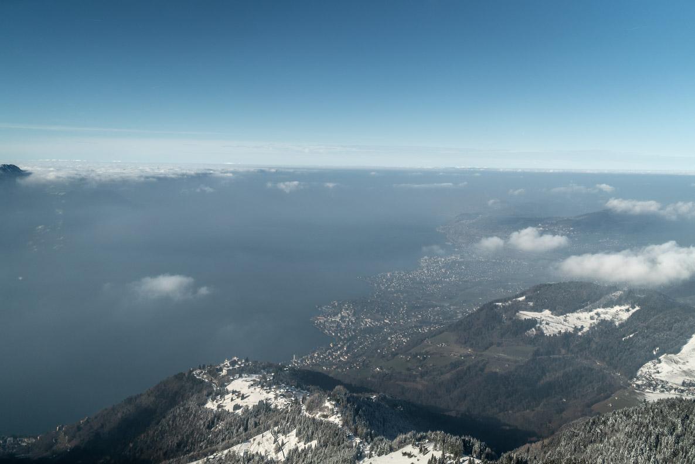 Blick auf den Genfersee und Montreux von der Zahnradbahn aus