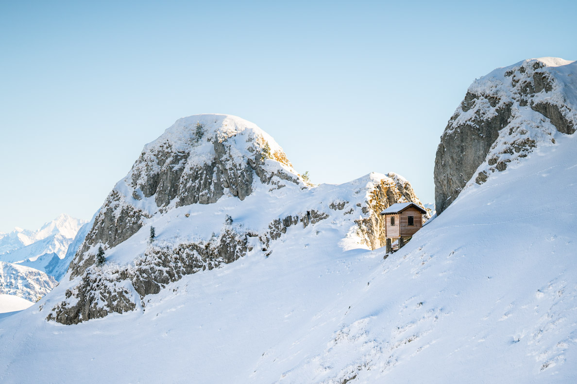 Eine kleine Berghütte auf dem Rochers de Naye in den Schweizer Alpen