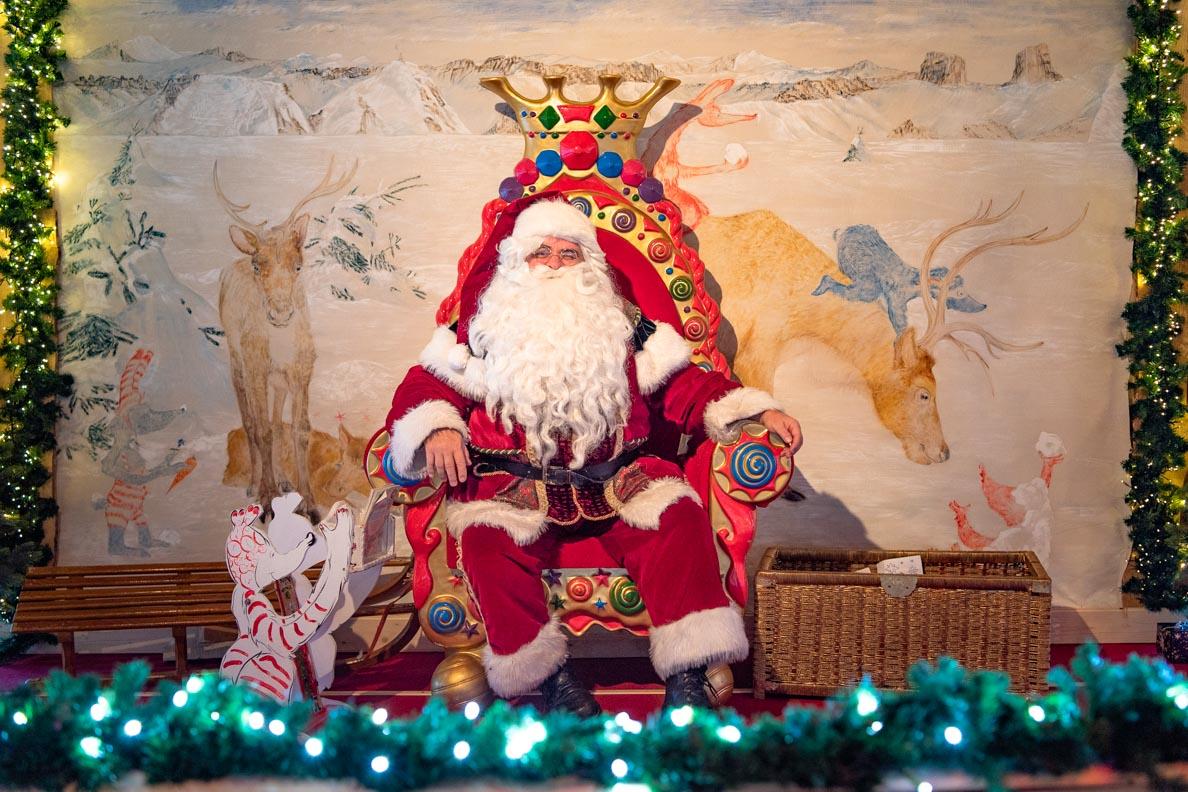 Der Weihnachtsmann auf dem Rochers de Naye in den Schweizer Alpen