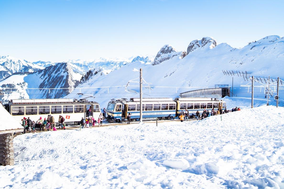 Die Zahnradbahn von Montreux auf den Rochers de Naye in der Schweiz