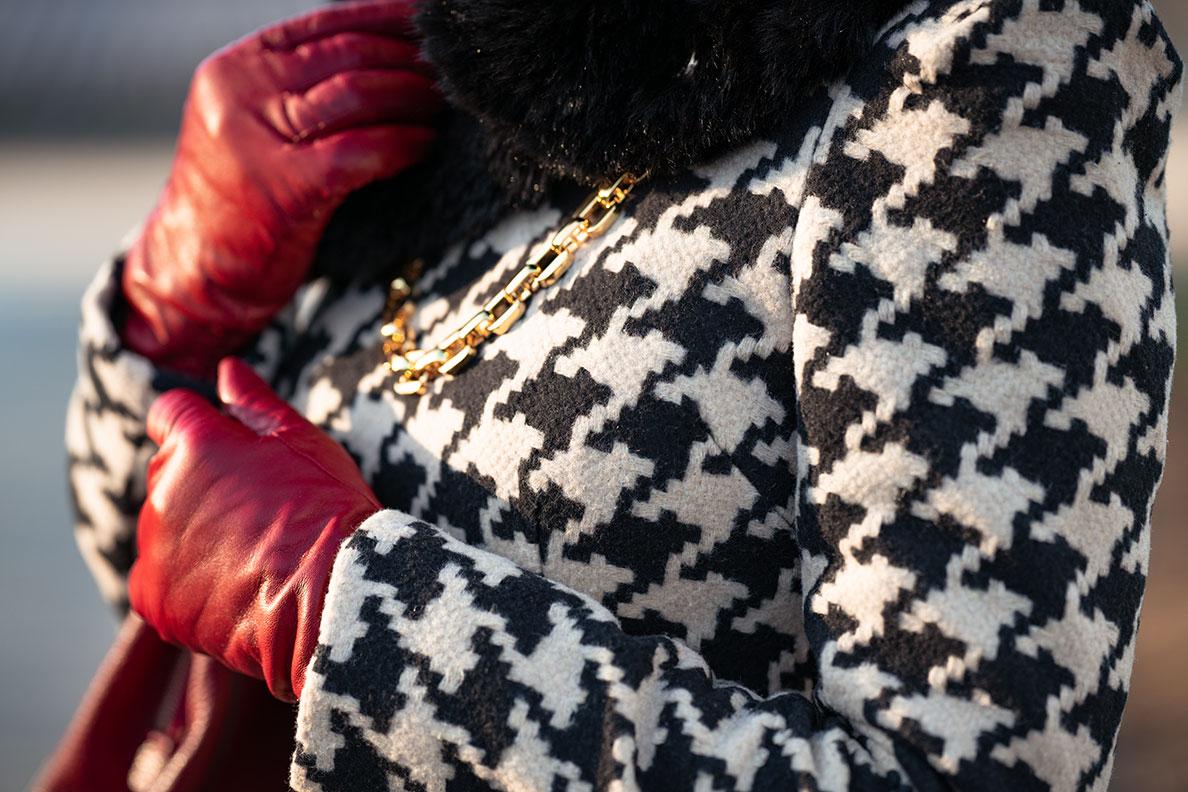 Bloggerin RetroCat mit gefütterten roten Leder-Handschuhen von Roeckl