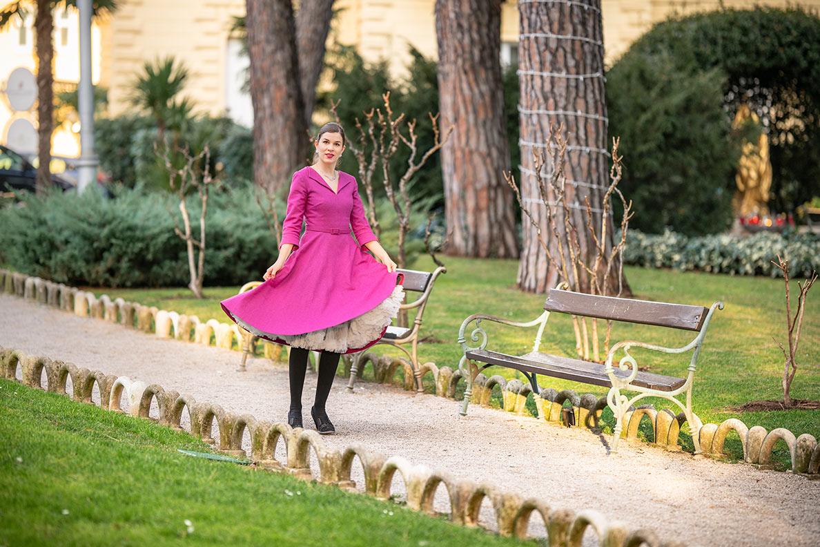 Sandra vom Vintage-Blog RetroCat mit dem Hearbreaker Dress von Gracy Q und einem Petticoat