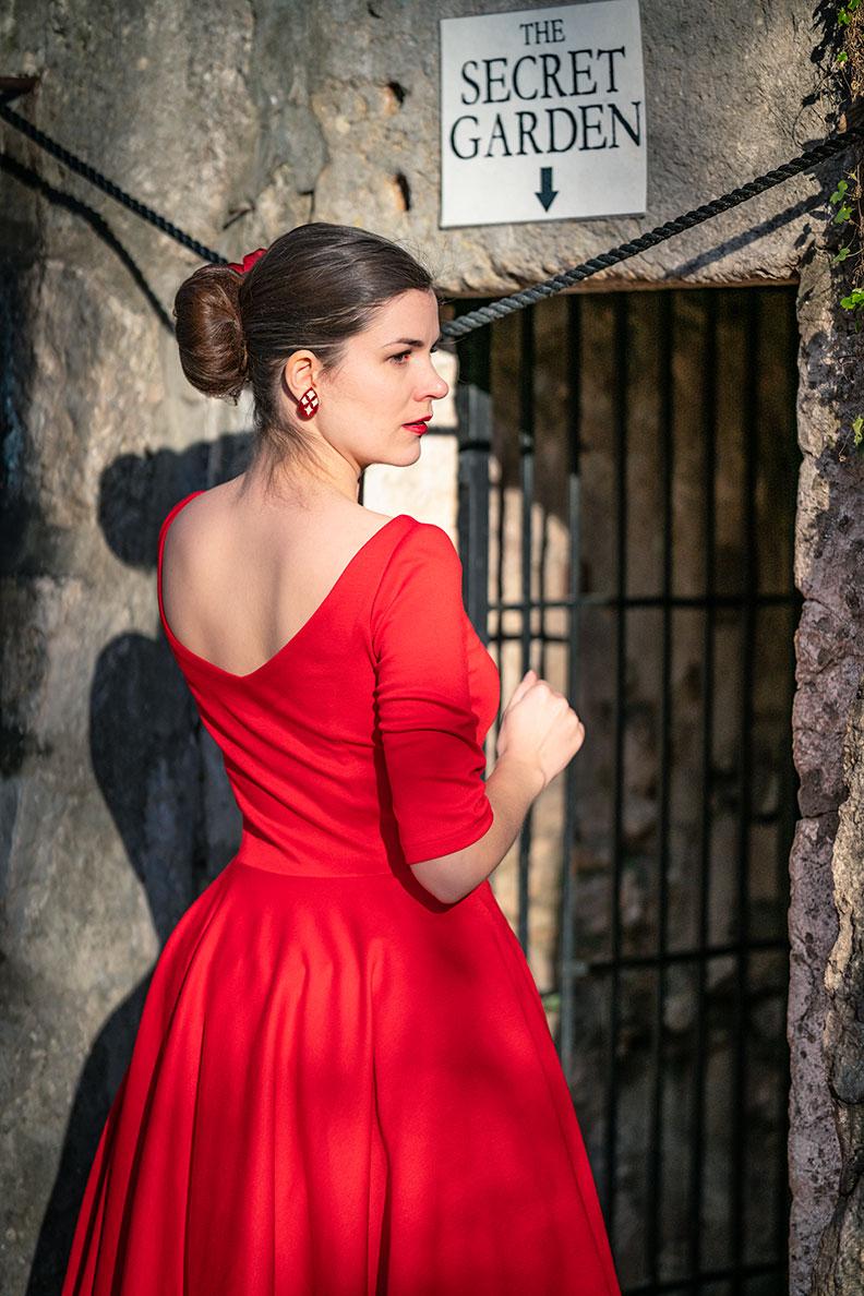 """RetroCat in dem Jersey-Kleid """"Audrey"""" von Atelier Belle Couture"""