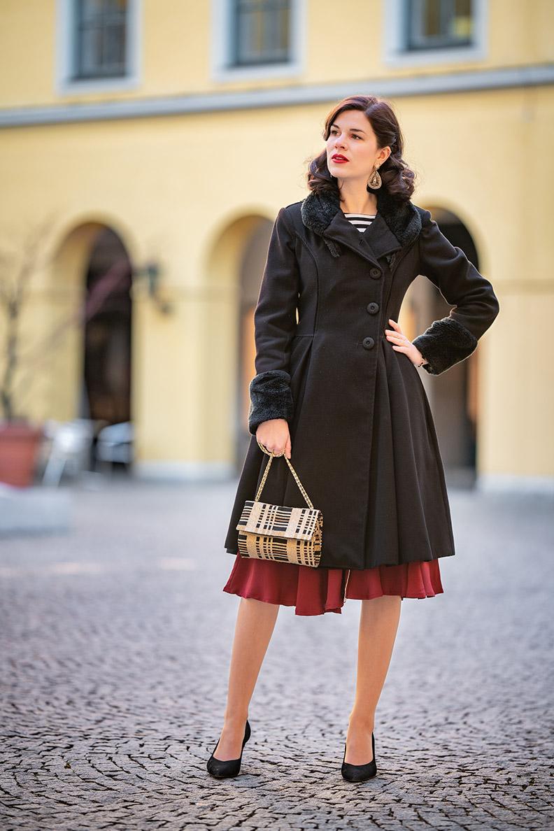 Sandra vom Vintage-Fashion-Blog RetroCat mit einem eleganten Retro-Tages-Outfit