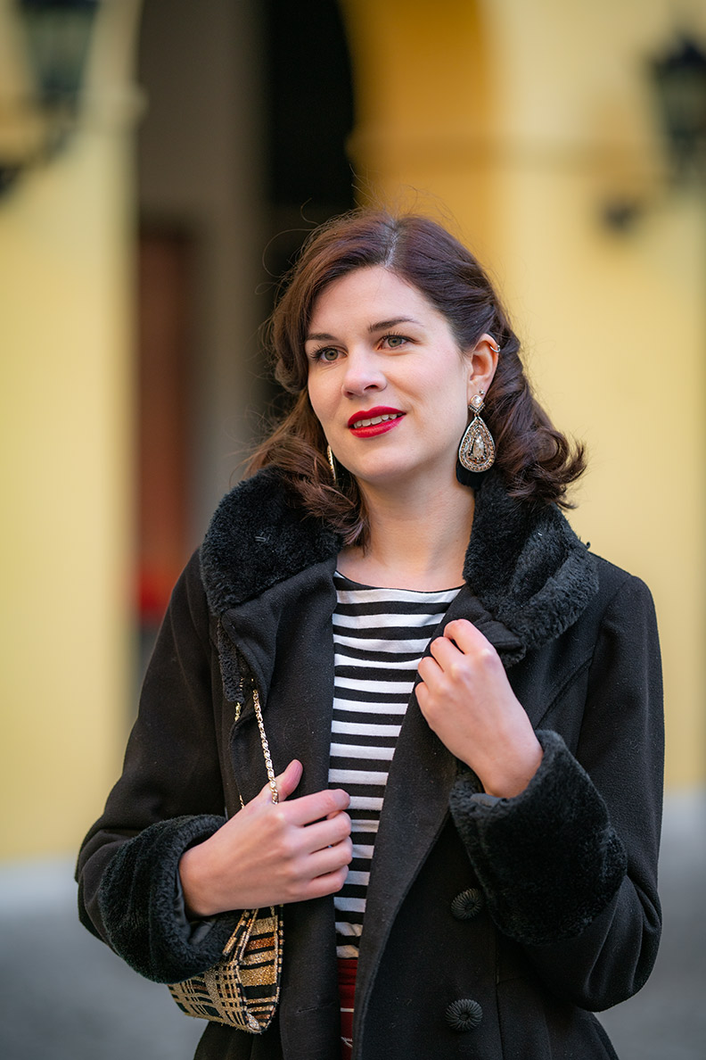 Mode-Bloggerin RetroCat mit auffälligen Ethno-Ohrringen von Stella & Dot