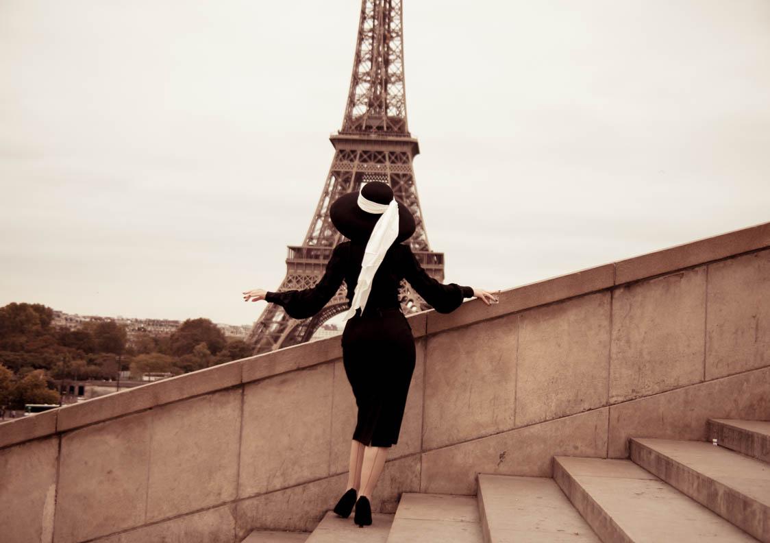 Nicole Rhoslynn alias Madame Rhos in Paris
