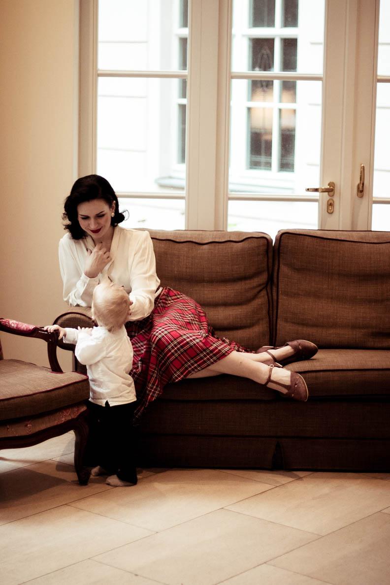 Nicole Rhoslynn alias Madame Rhos mit ihrem Sohn