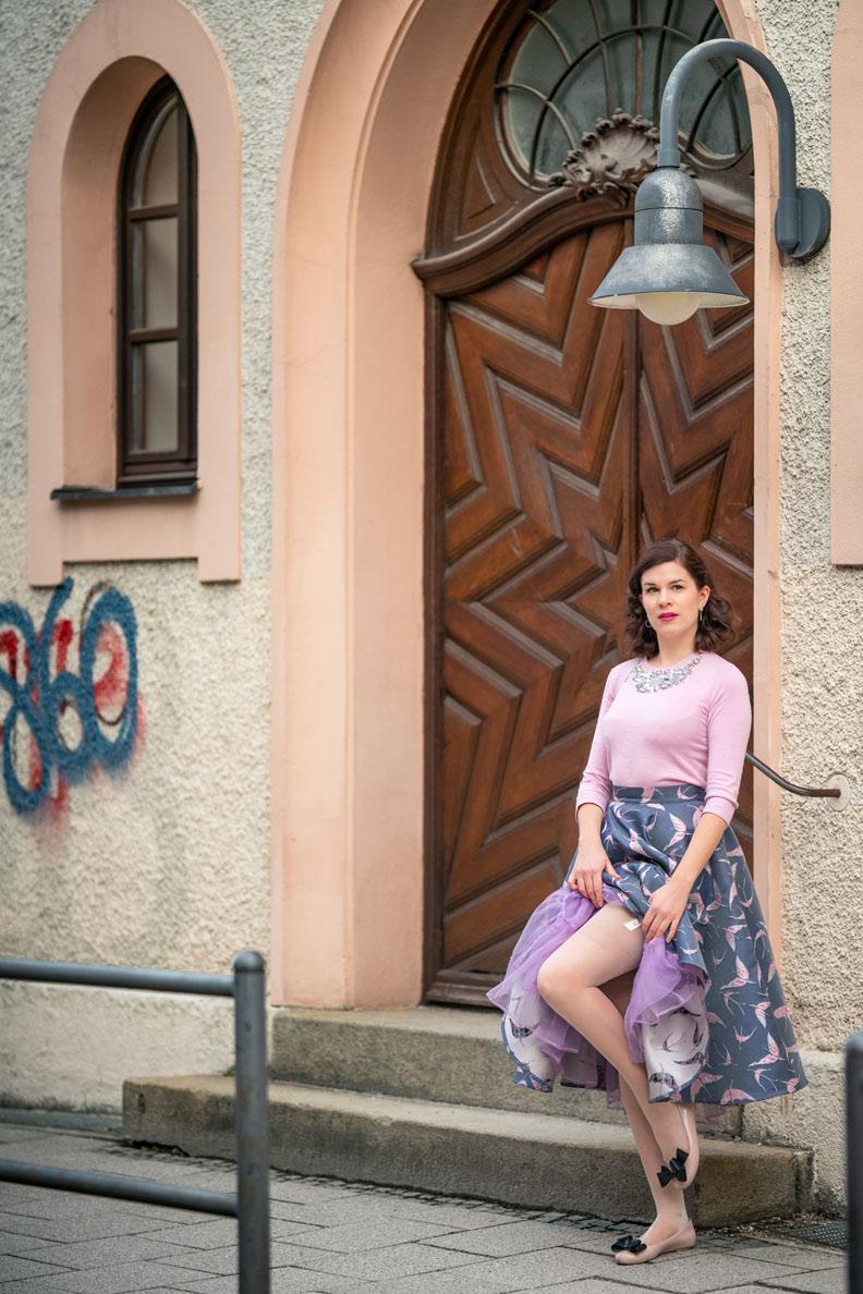 Vintage-Fashion-Bloggerin RetroCat mit Tellerrock, Petticoat und Nylons von Secrets in Lace