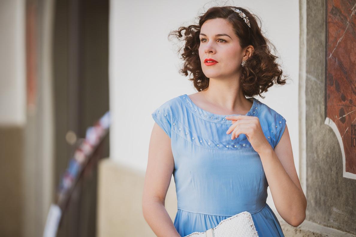 Bloggerin RetroCat gekleidet und gestylt im Stil der 1930er