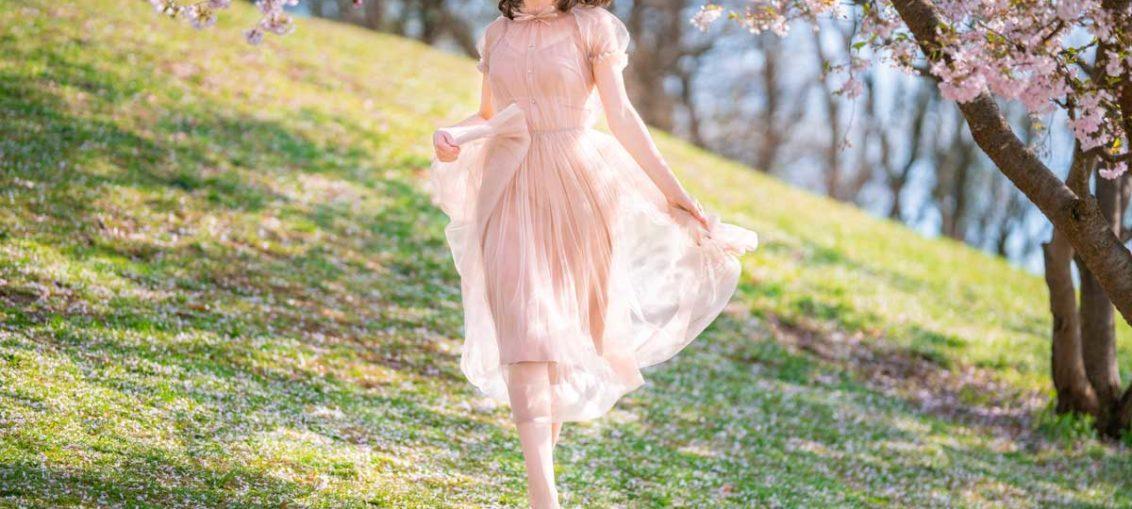 Mädchenhaft verspielt trifft auf verführerisch elegant: Das Tüllkleid und seine Facetten