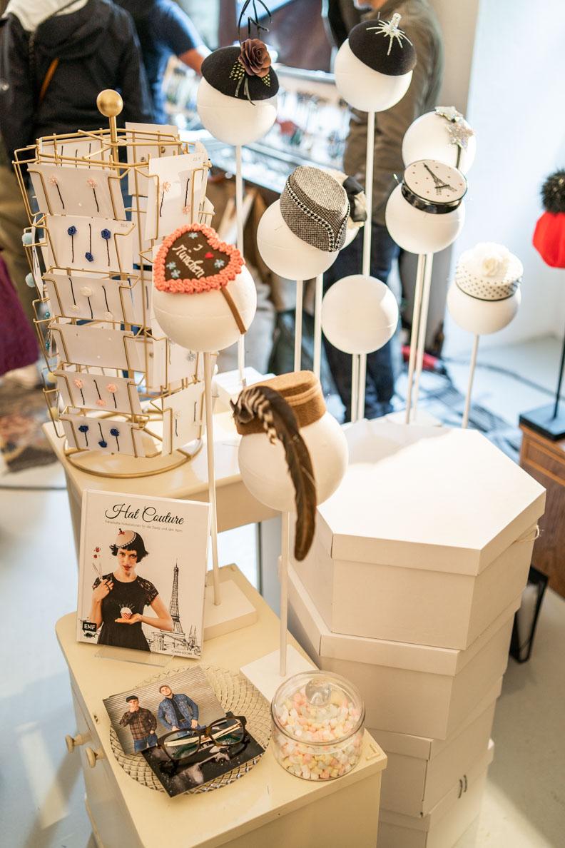 Kleine Hüte und Fascinator von Die Zwillingsnadeln auf dem New Heritage Festival München