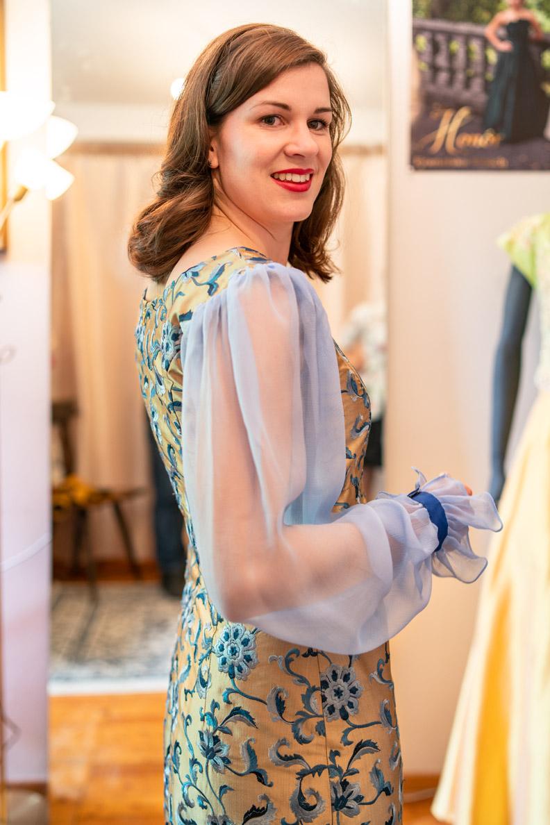 """RetroCat im Kleid """"Christina"""" von Honór Couture"""
