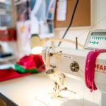 Eine Pfaff-Nähmaschine im Atelier von Honór Couture