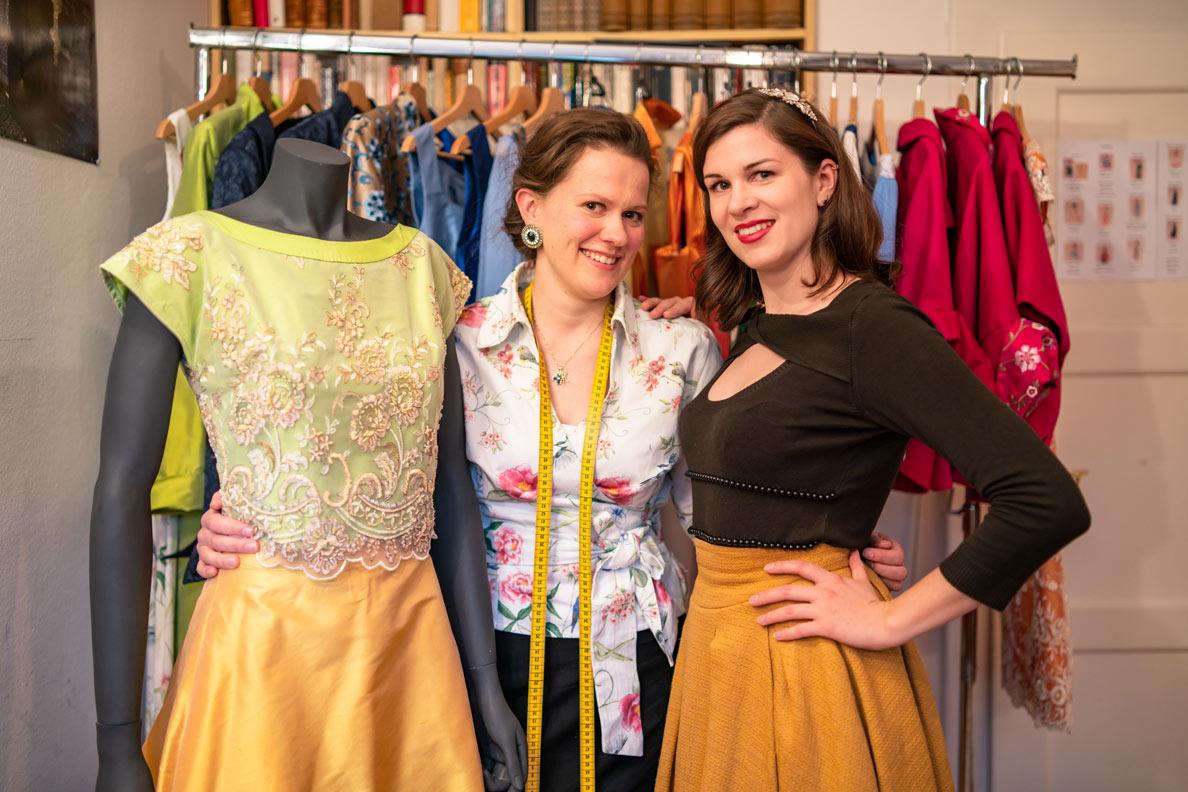 Mode-Bloggerin RetroCat im Atelier von Honór Couture mit Franziska Rüsch