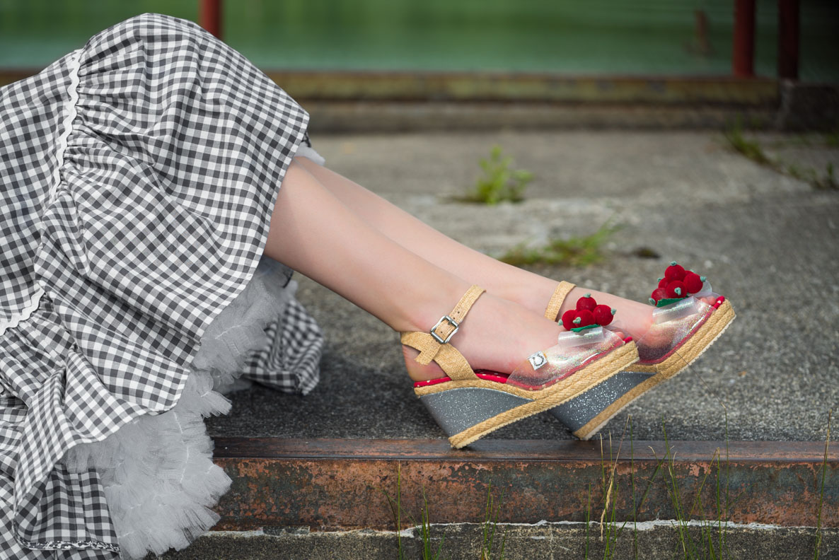 Perfekt zu Sommer-Outfits: RetroCat mit stylishen Wedges von Miss L-Fire