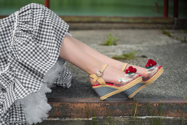 Perfekt zu Sommer-Outfits: RetroCat mit stylishen Wedges von Miss L-Fire