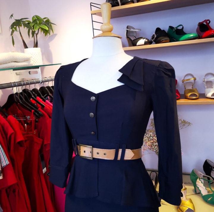 Ein blaues Kleid von Stop Staring! in der Boutique von Mondo Kaos
