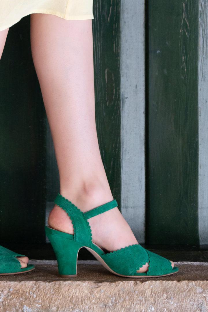RetroCat mit den grünen Beatriz Sandalen von Miss L-Fire via Mondo Kaos