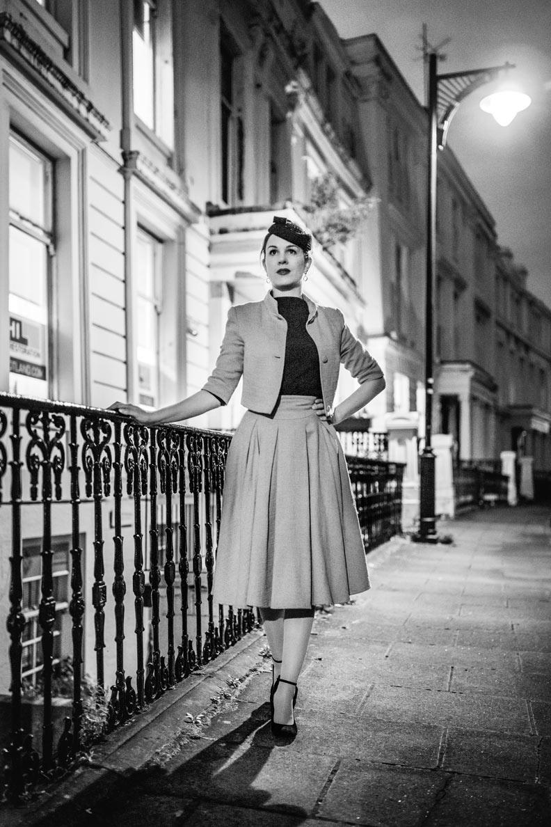 RetroCat mit einem Kostüm im Vintage-Stil in Glasgow/Schottland