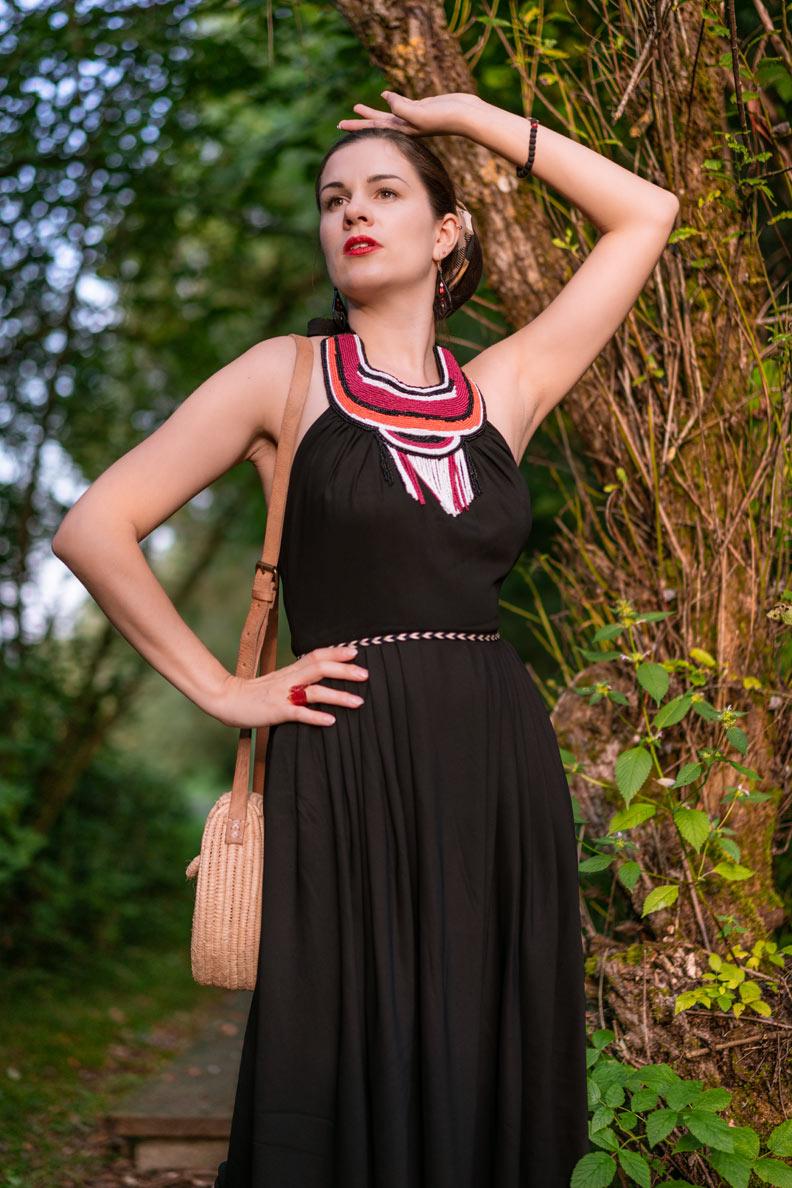 RetroCat beim Waldspaziergang in einem Sommerkleid von Lena Hoschek