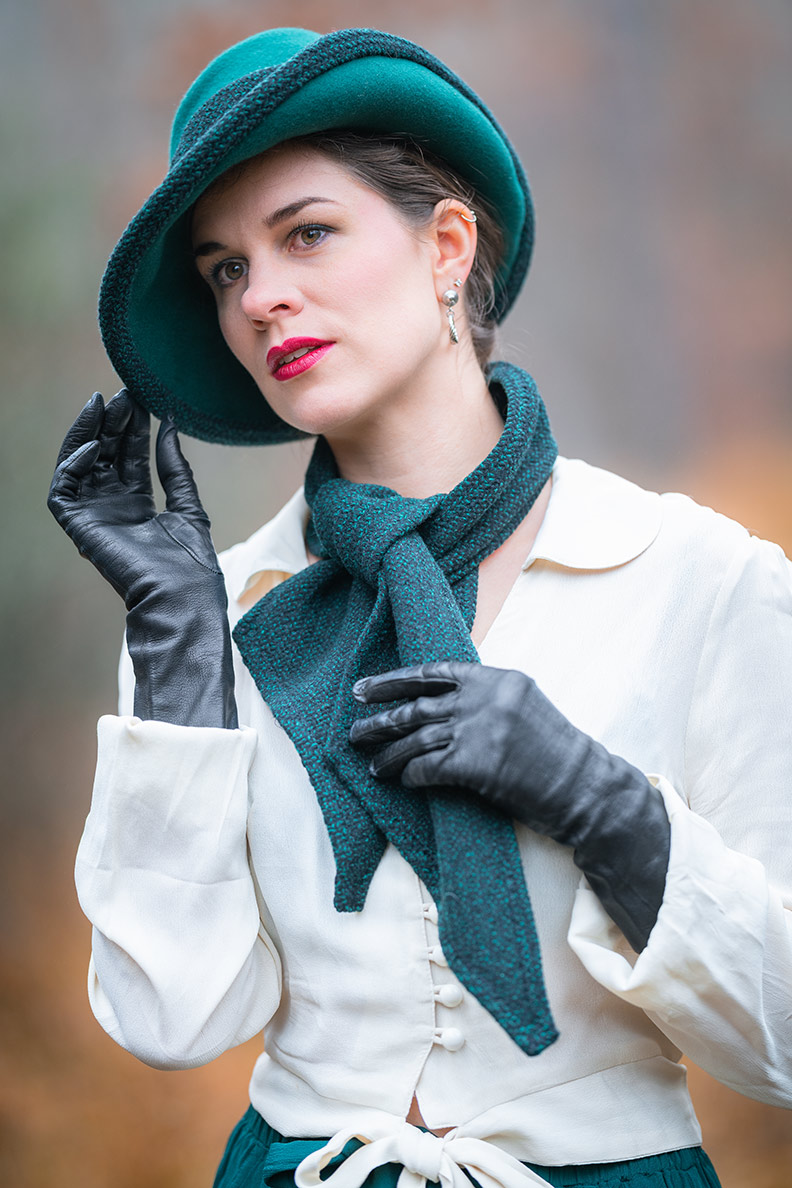 Hüte für Herbst und Winter: RetroCat mit einem stylishen Filzhut im Vintage-Stil