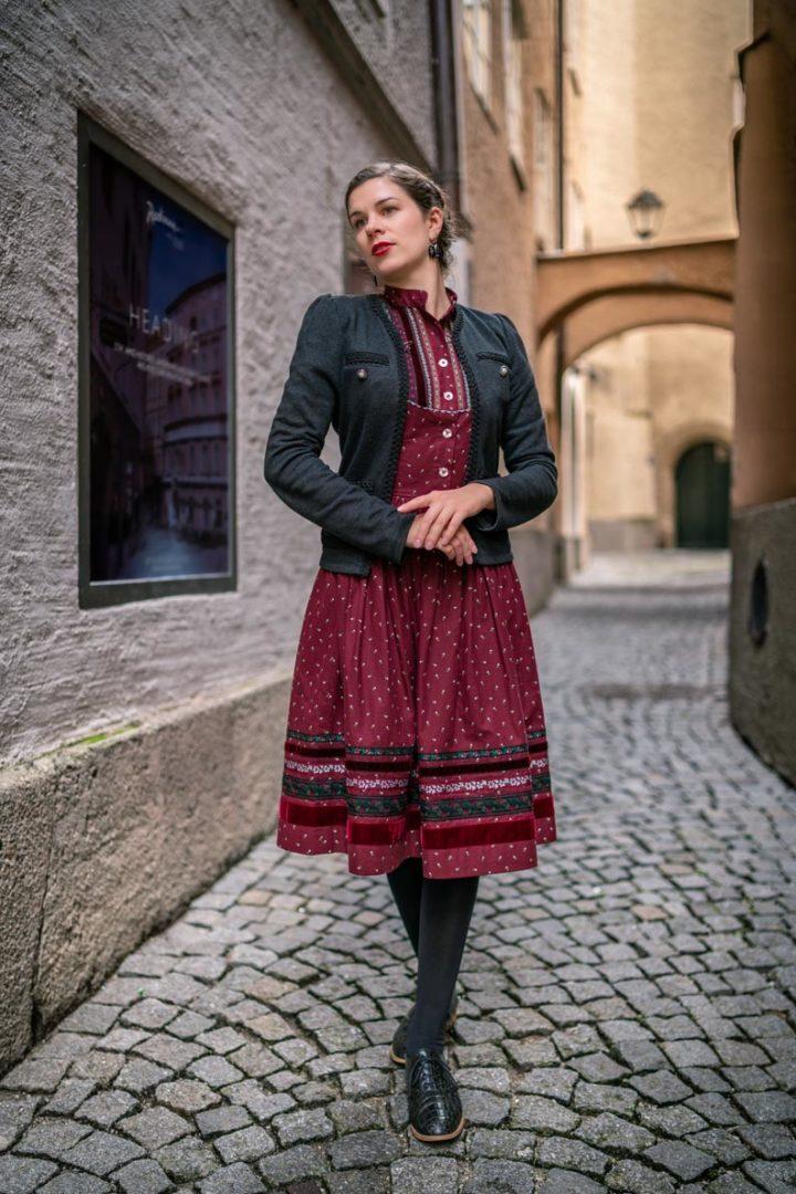 """Fashion-Bloggerin RetroCat im Dirndl """"Gretl"""" von Lena Hoschek Tradition in Salzburg"""