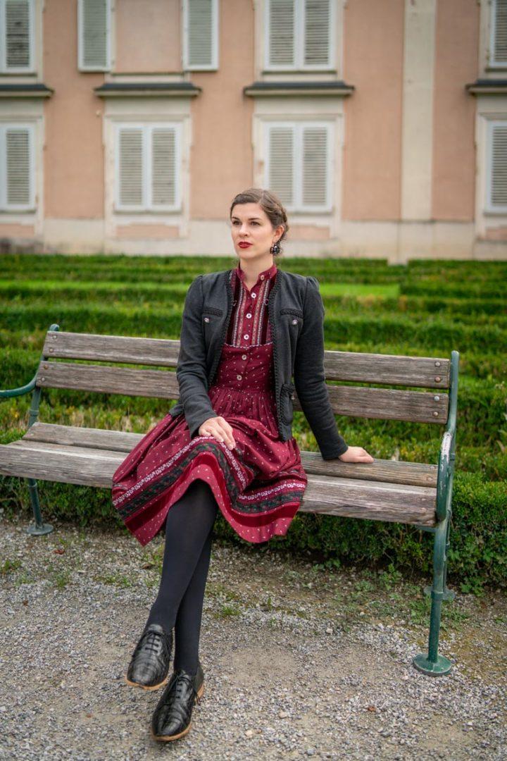 Vintage-Bloggerin RetroCat mit dem Gretl Kleid von Lena Hoschek Tradition in Salzburg