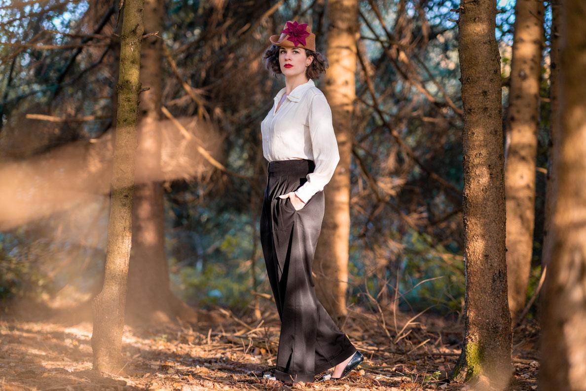 Vintage-Bloggerin RetroCat mit einer Marlene-Hose von The Seamstress of Bloomsbury im Stil der 40er-Jahre
