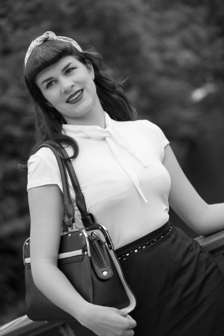 Pin-up Girls Frisuren: RetroCat mit Bettie Page Bangs (kurzem Pony)