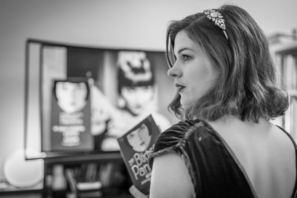 RetroCat sieht sich einen Filmklassiker mit Louise Brooks an