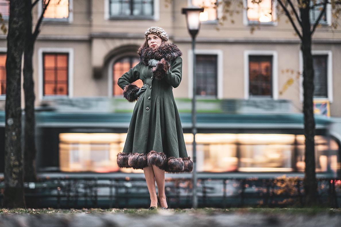 Elegante Wintermode im Vintage-Stil: RetroCat mit dem Pearl Coat in München