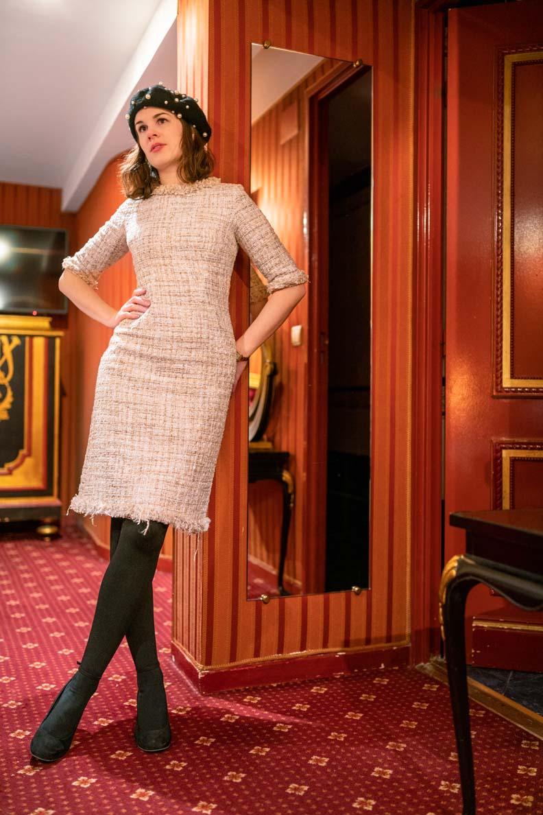 RetroCat mit einem Kleid von Von 50' in Paris
