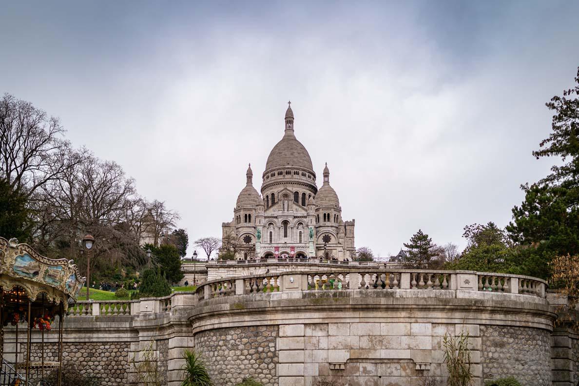 Blick auf die Kathedrale Sacre Coeur auf dem Montmartre