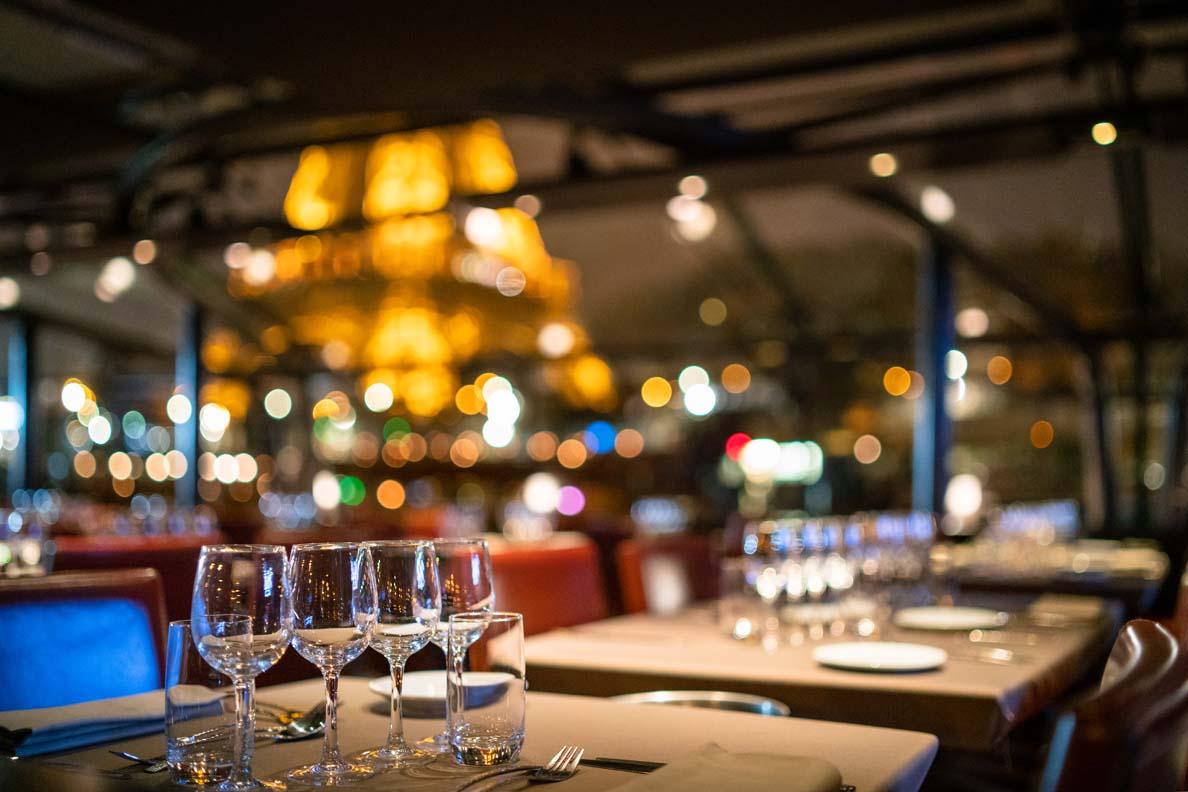 Ein romantisches Dinnercruise auf der Seine