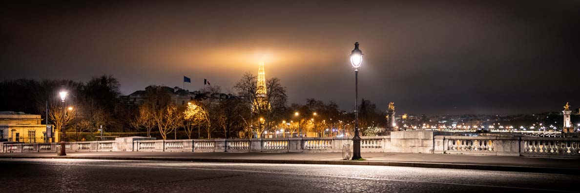 Ein magischer Blick auf das nächtliche Paris
