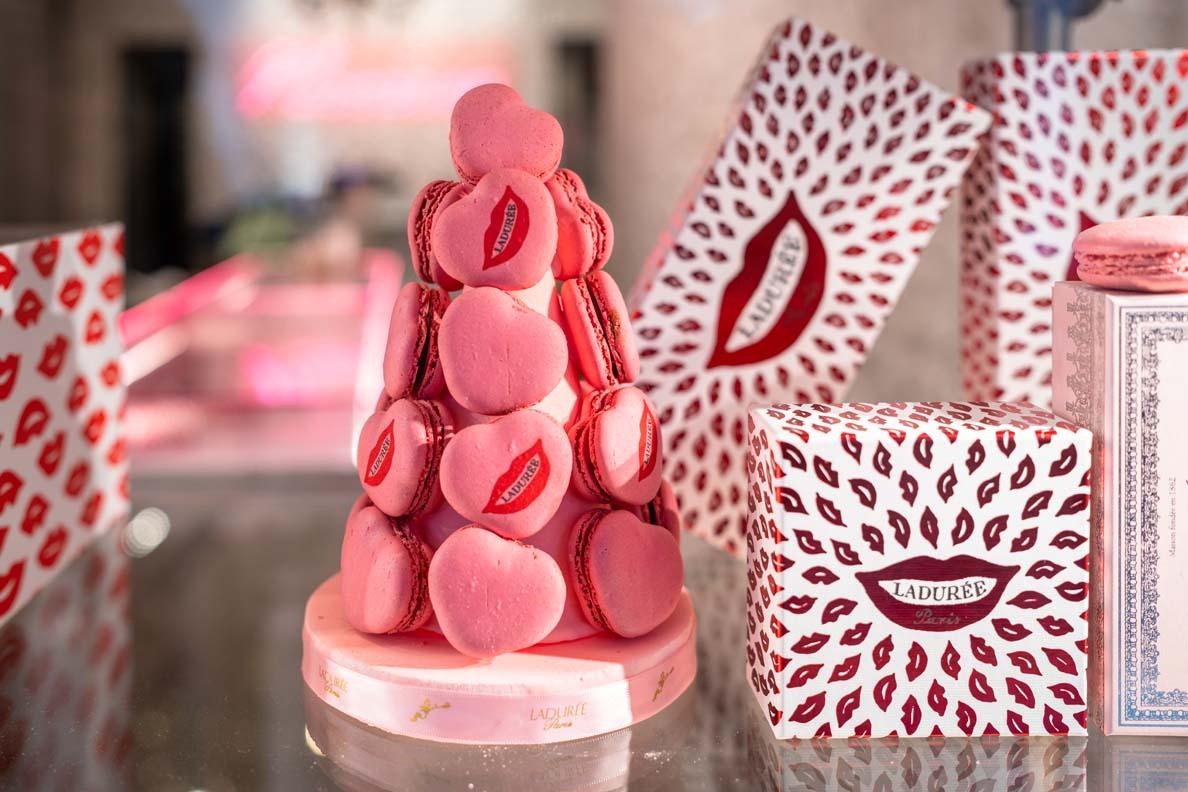 Valentinstagsgeschenke: Macarons und Champagner