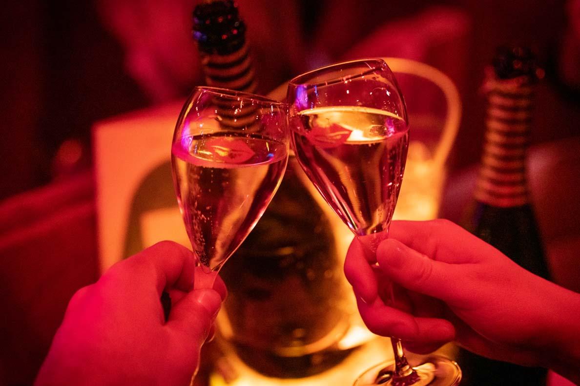 Champagner im Crazy Horse Paris
