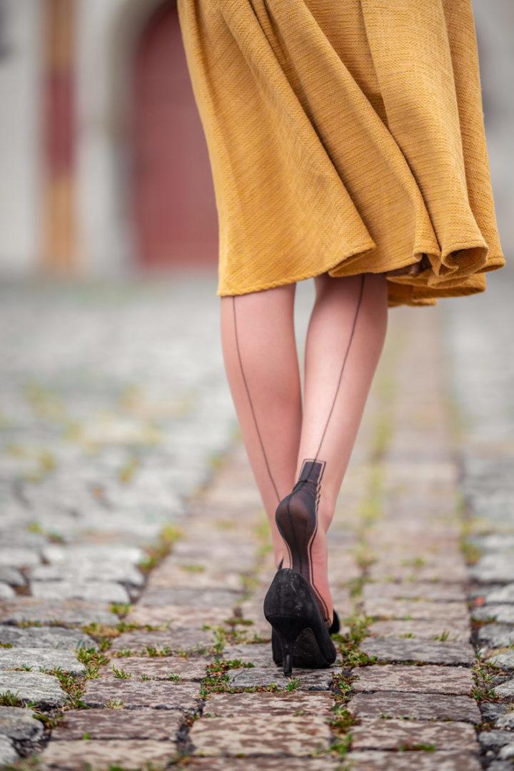 Outfits für die Übergangszeit: RetroCat mit originalen Nylons von Secrets in Lace