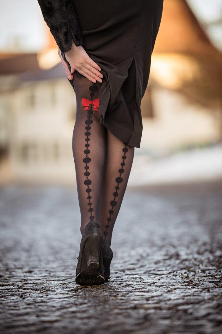 Für die Übergangszeit: RetroCat mit einer eleganten Strumpfhose von Chantal Thomass