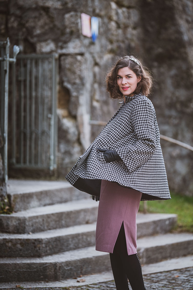 Outfits für die Übergangszeit: RetroCat mit einer Jacke im Hahnentrittmuster