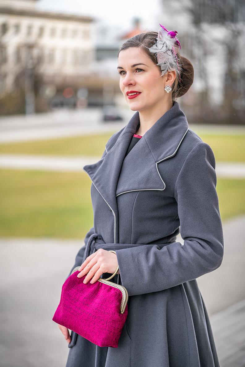 RetroCat mit einer pinken Handtasche von Nadja Christner