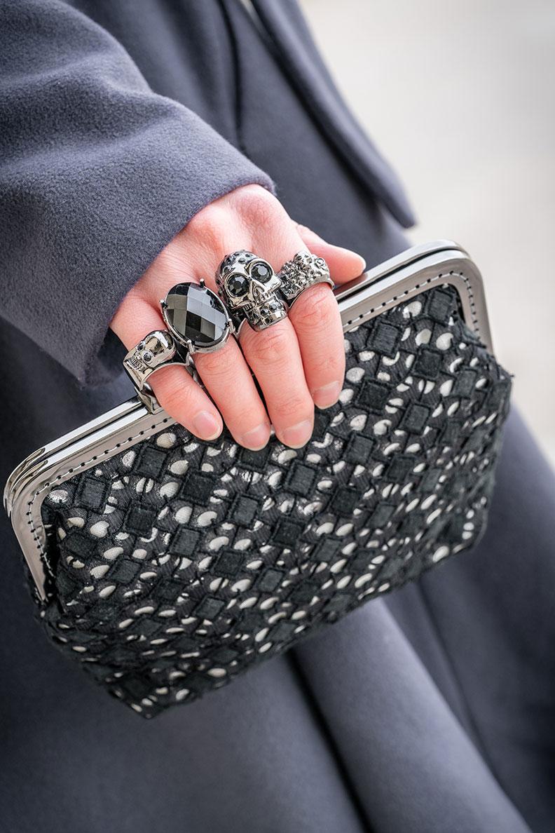 RetroCat mit einer coolen Tasche mit Ring als Bügel