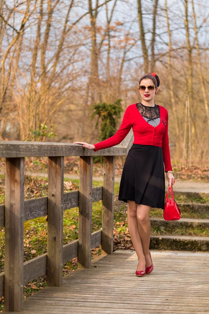 RetroCat in einem günstigen Retro-Kleid für den Frühling von Pussy Deluxe
