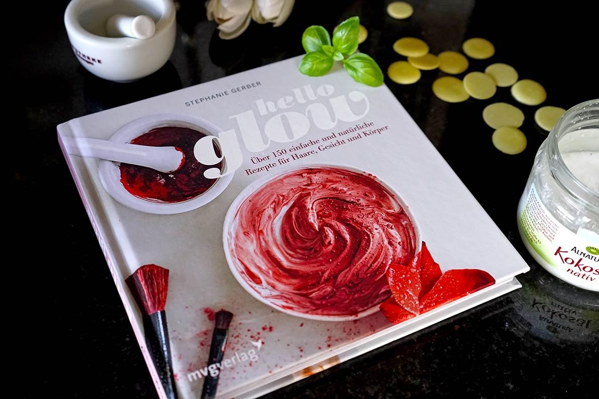 """Das Buch """"Hello Glow"""" mit zahlreichen Rezepten zum Herstellen von Kosmetik"""