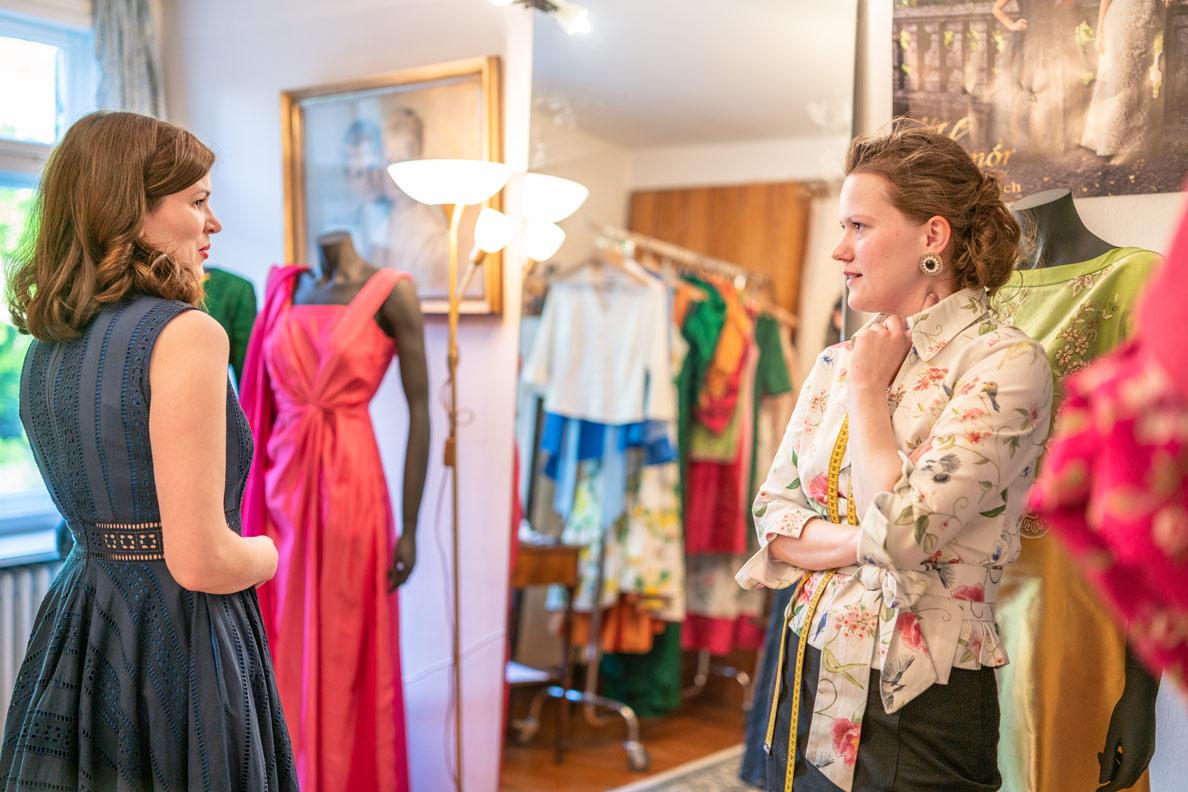RetroCat im Atelier von Honor Couture - einer Marke für festliche Mode